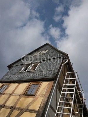 Gerüst für Handwerker an einem Fachwerkhaus in Salzböden bei Lollar in Hessen