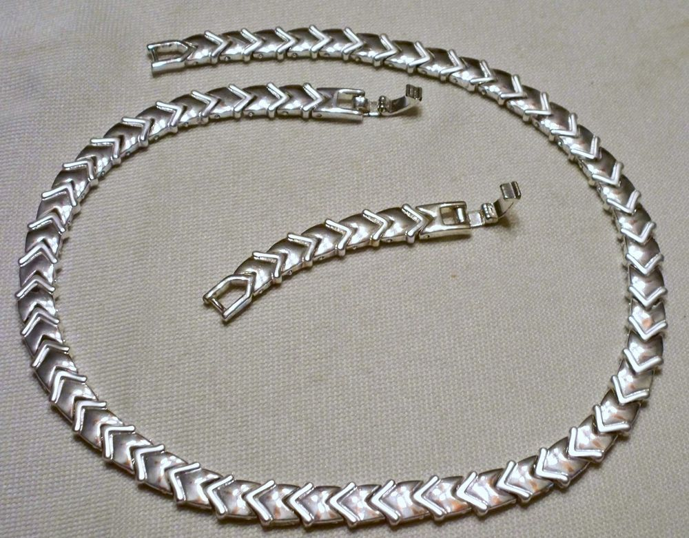 "Vintage Avon 16-18"" Silver Tone 7mm Wide  Arrow Link Choker Necklace"