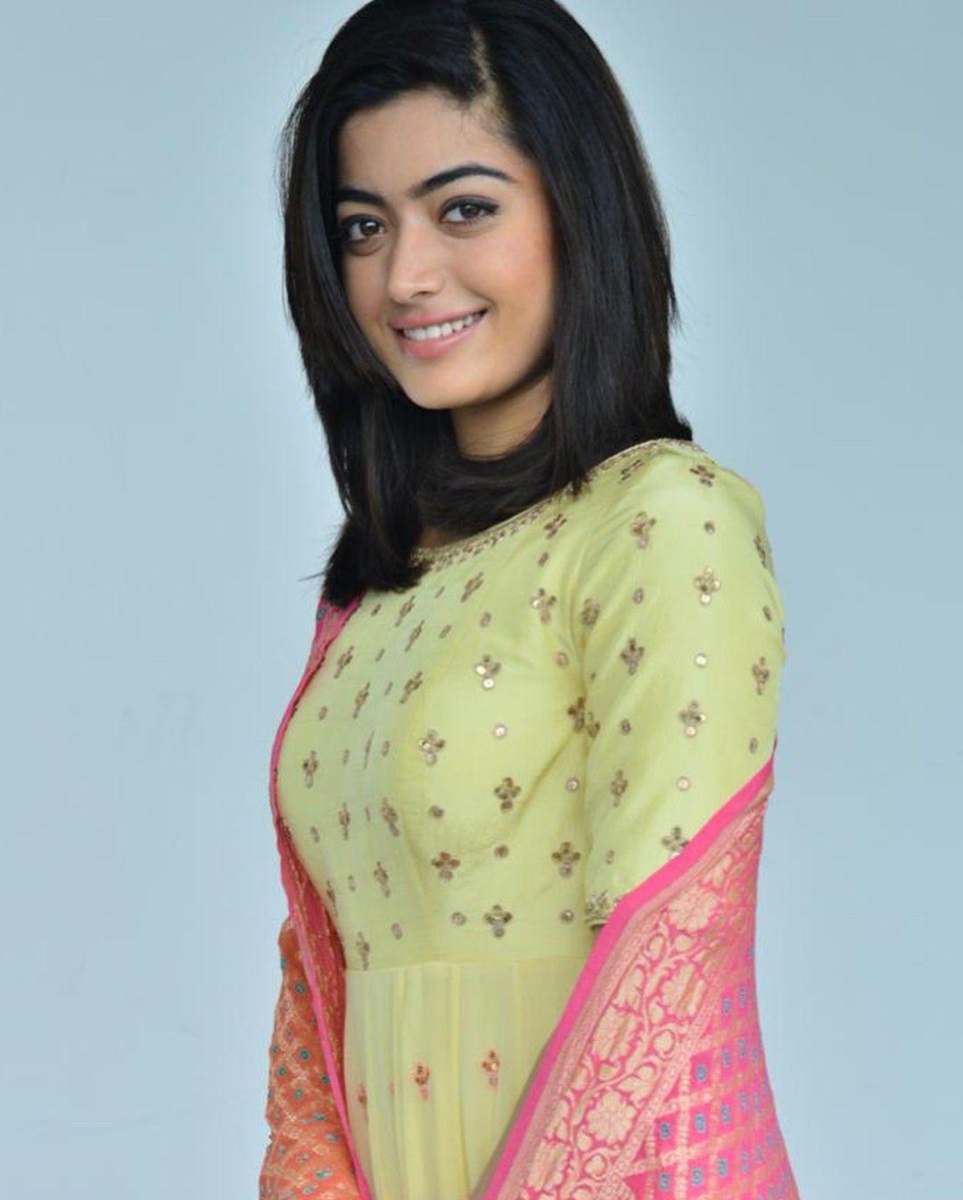 rashmika mandanna short hair look | celebrity collection in