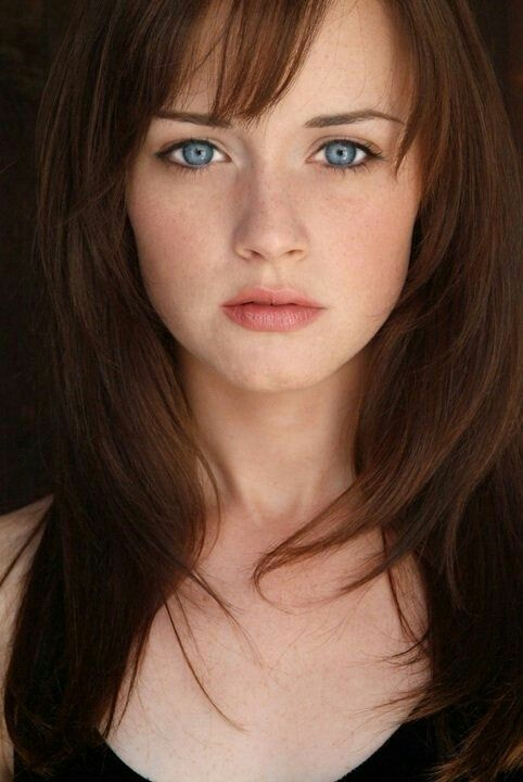Makeup Love With Images Beautiful Face Pale Skin Alexis Bledel