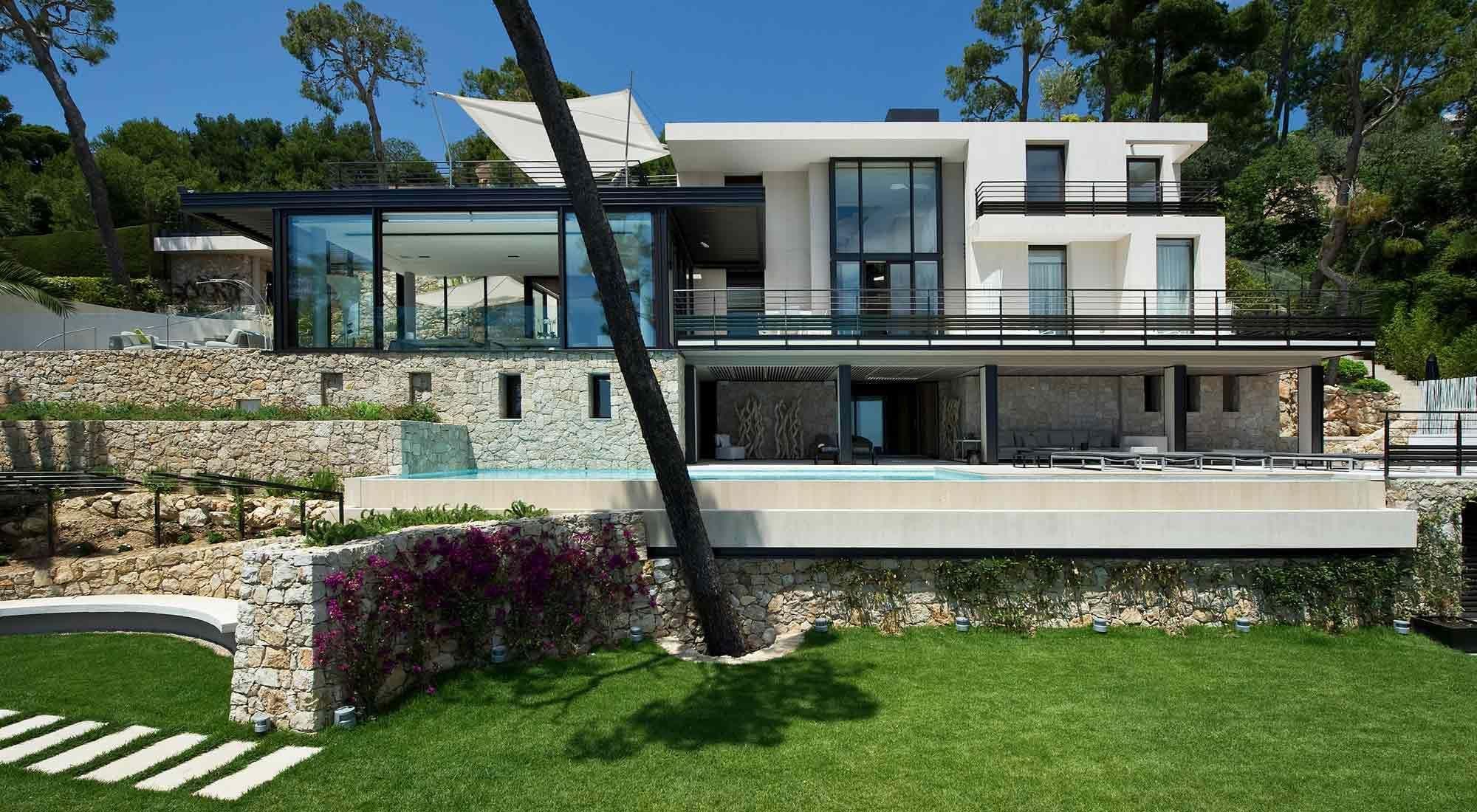 Villa Vista is a new and luxurious modern villa, located
