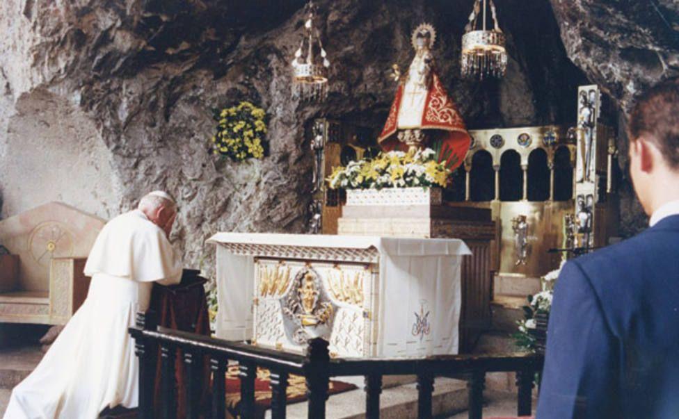 Virgen De Covadonga La Santina Virgen De Covadonga Covadonga Virgen