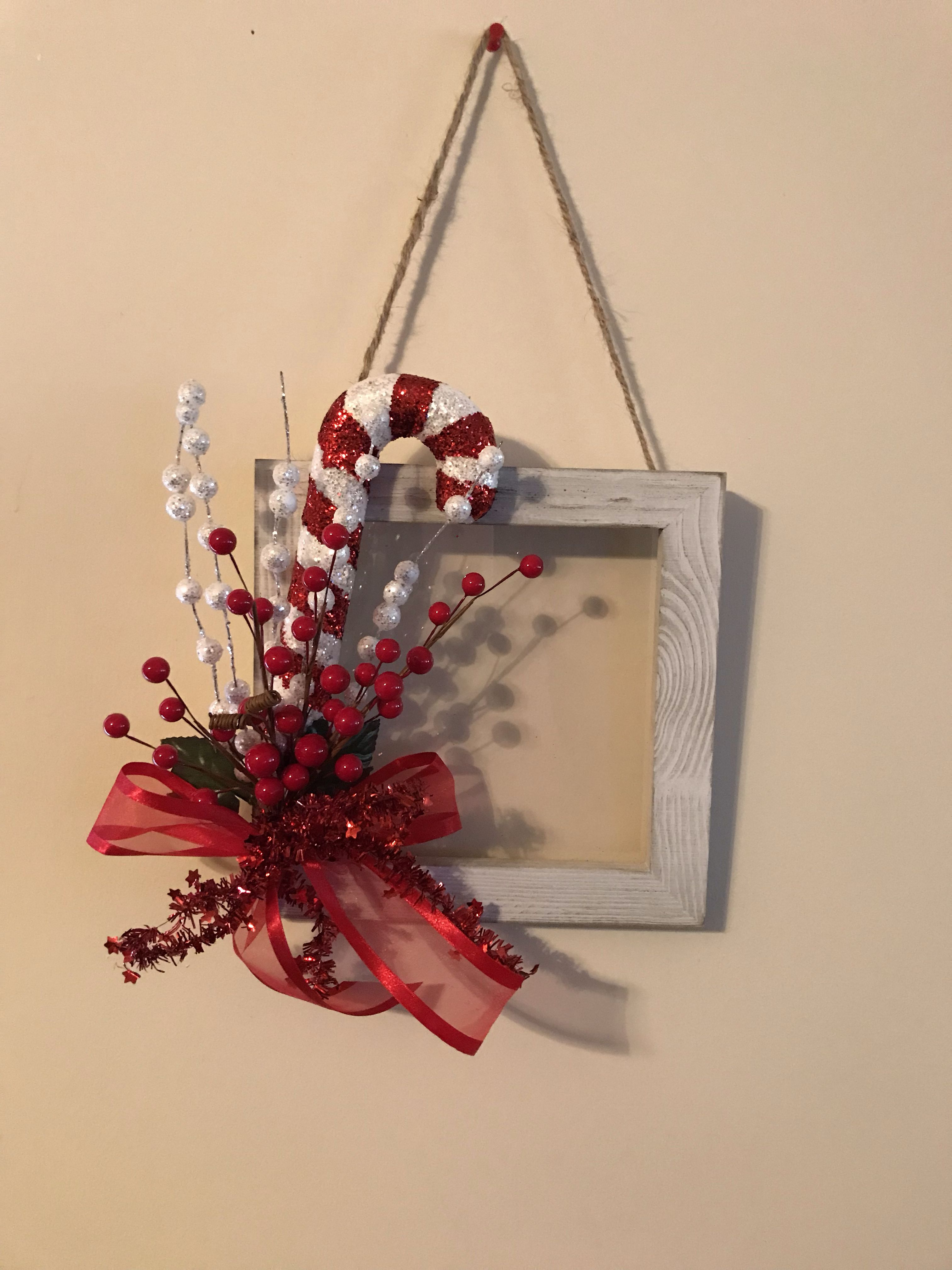 The How To Crew Diy Candy Cane Frame Christmas Crafts Xmas Crafts Christmas Frames