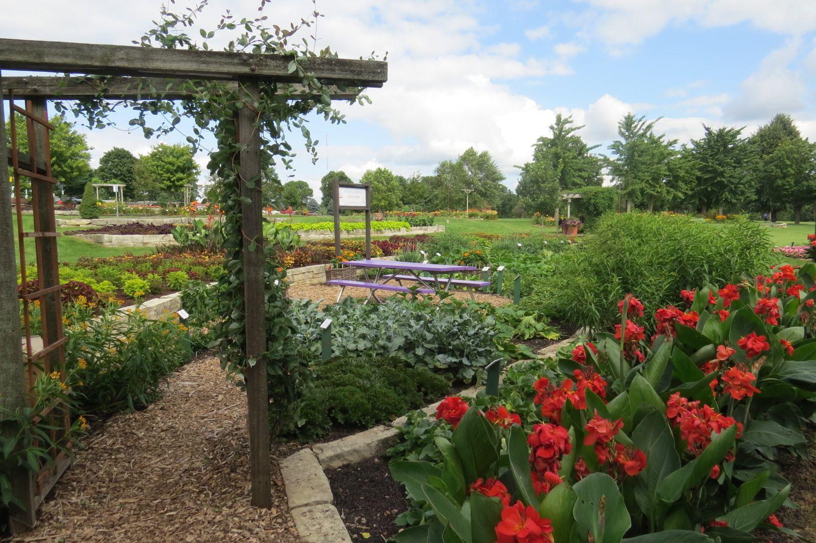 Who Owns The Gardens Of Cedar Rapids
