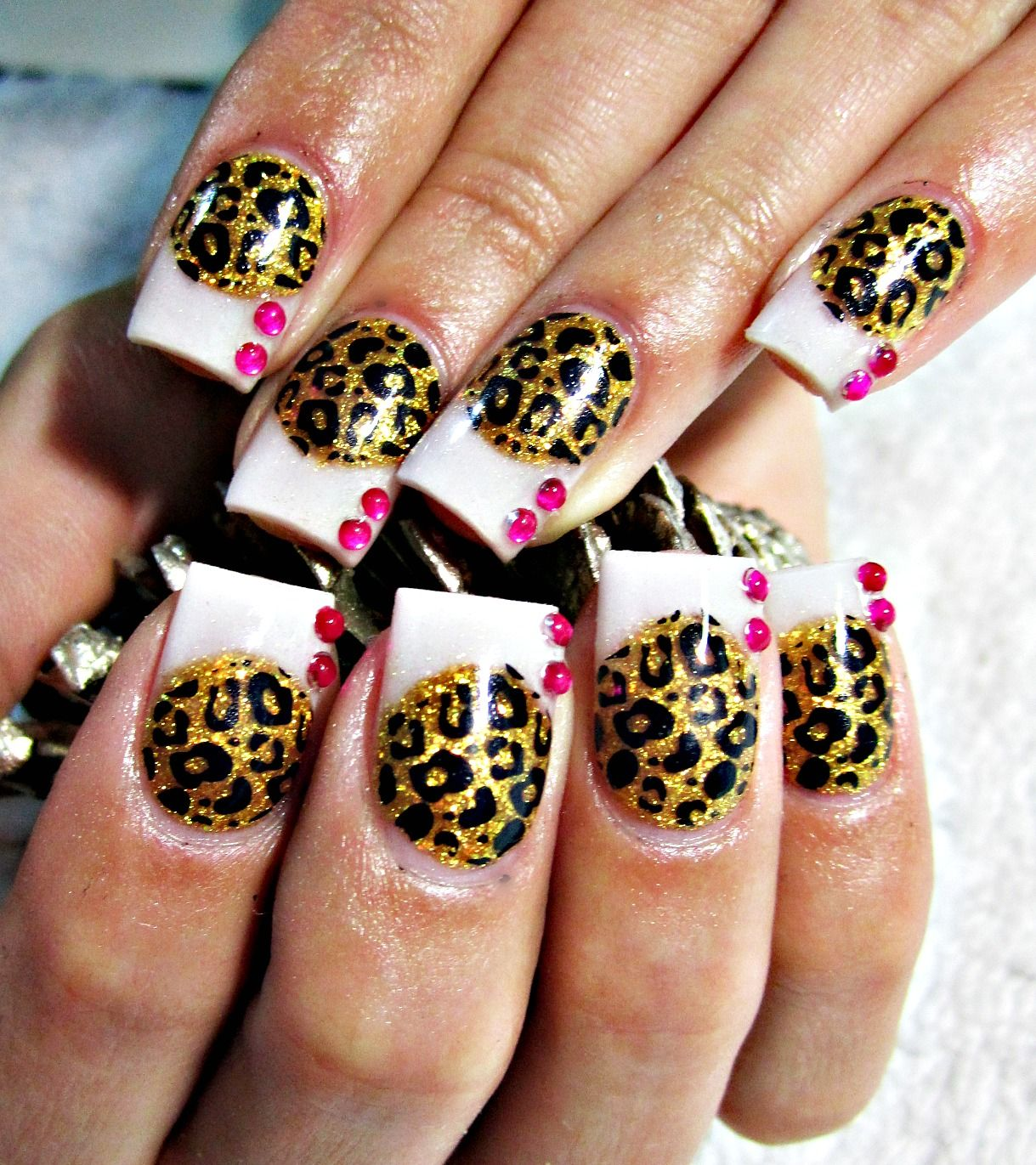 Instead of the white i would want the whole thing cheeta print like ...