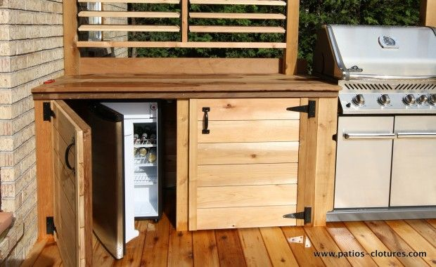 frigo dans une cuisine ext rieure patios en bois. Black Bedroom Furniture Sets. Home Design Ideas