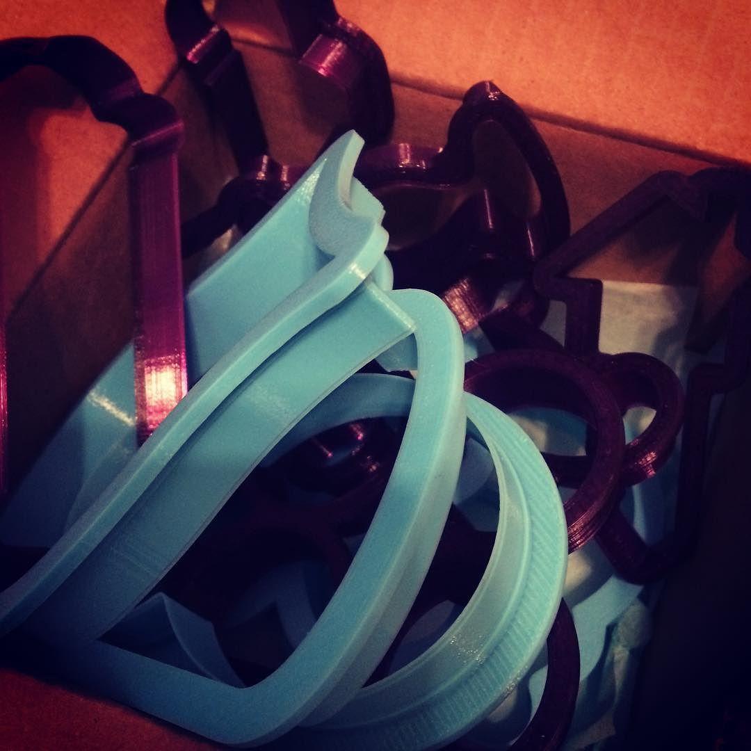 Two of my favorite colors!!  #blue #purple #3dprinting  #3d @bobbiscookies @whiskedawaycutters #happymail  #cookies by immacookiebaker