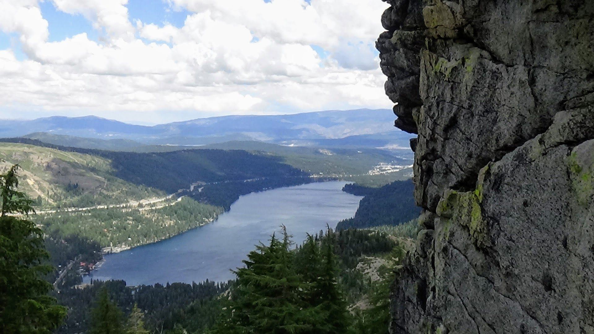 This Is The View From Mt Donner Looking Down Upon Donner Lake This Has Been A Well Known Spot To Take In The View Since Covere Donner Lake Sierra Nevada Lake