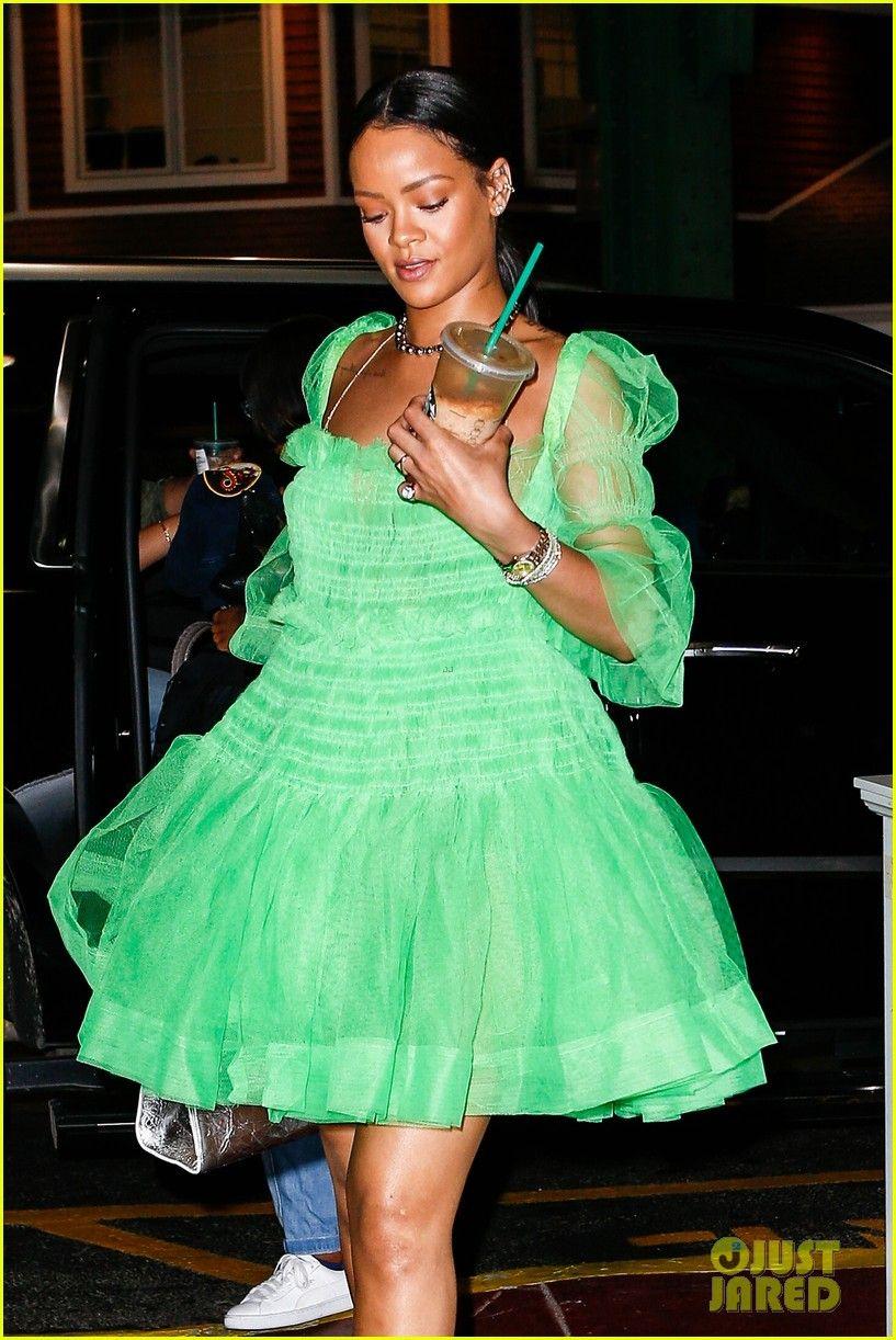 Rihanna Wears Green Tutu Dress Rainbow Pom Pom Shoes Rihanna Wears Green Tutu Dress Rainbow Pom Pom Shoes 08 Rihanna Dress Rihanna Outfits Rihanna Style [ 1222 x 817 Pixel ]