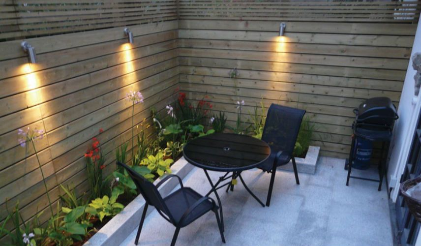 10 ideas para decorar un patio muy peque o patio peque o for Decoracion de patios con macetas