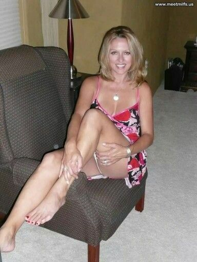 Super Sexy MIlf Neighbor