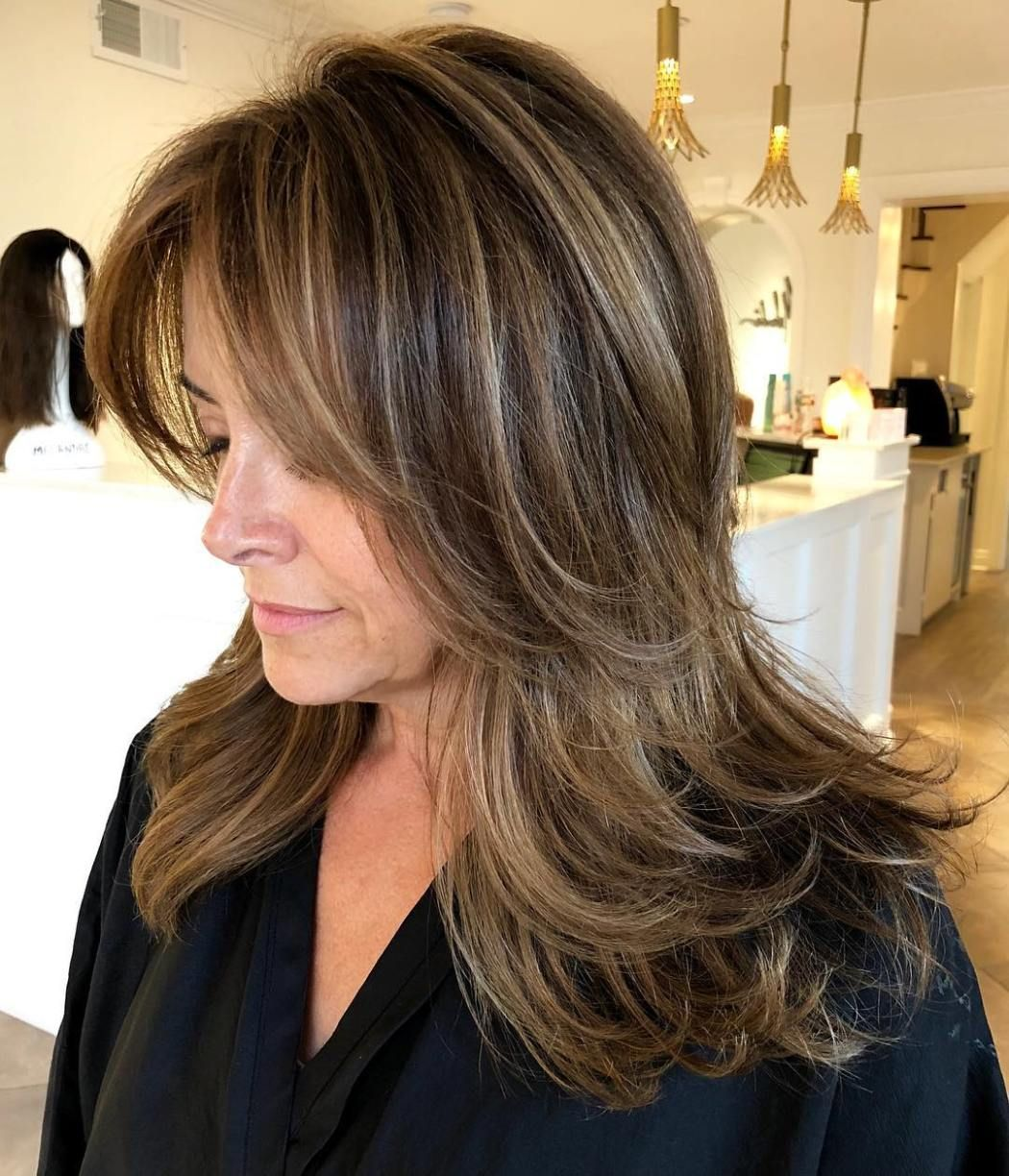 Long Feathered Hairstyle For Women Over 40 Youthful Hair Over 40 Hairstyles Hair Styles