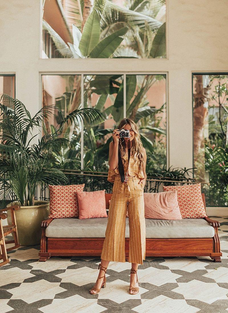 The Royal Hawaiin - Capsule travel wardrobe for a summer beach vacation
