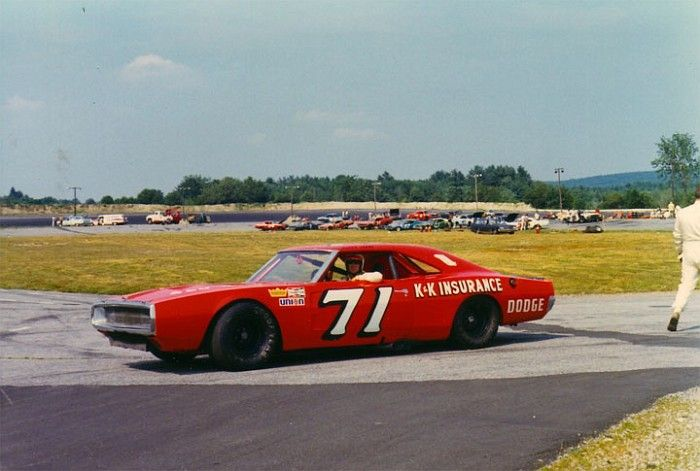 bobby isaac 39 70 thompson speedway vintage nascar 1949 1990 pinterest autos carritos and. Black Bedroom Furniture Sets. Home Design Ideas