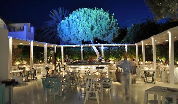 Mykonos vs Santorini - The Interni restaurant in Mykonos