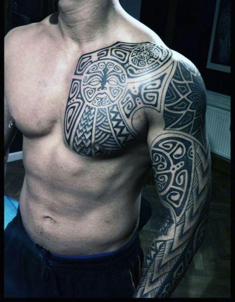 Tatuaże Męskie Na Piersi I Ramie Tattoos Tatuaże Męskie