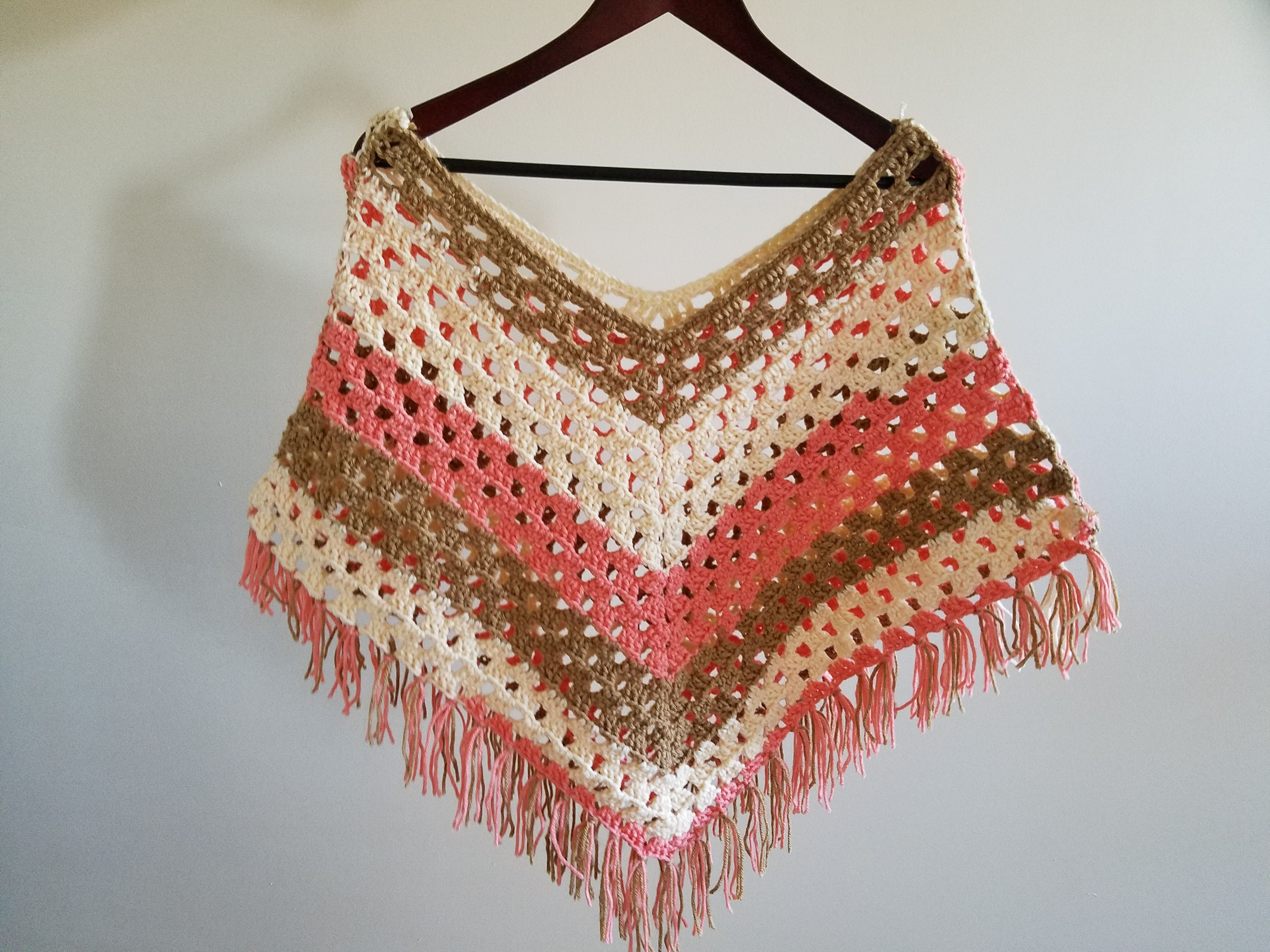 Beautiful and easy poncho. I didn\'t use the yarn in the instructions ...