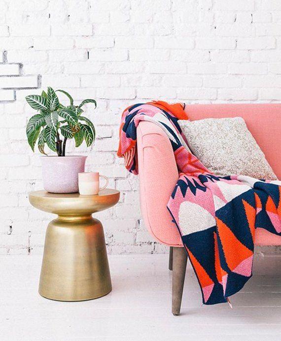 Manta no sofá: como usar | Pillows, Interiors and House