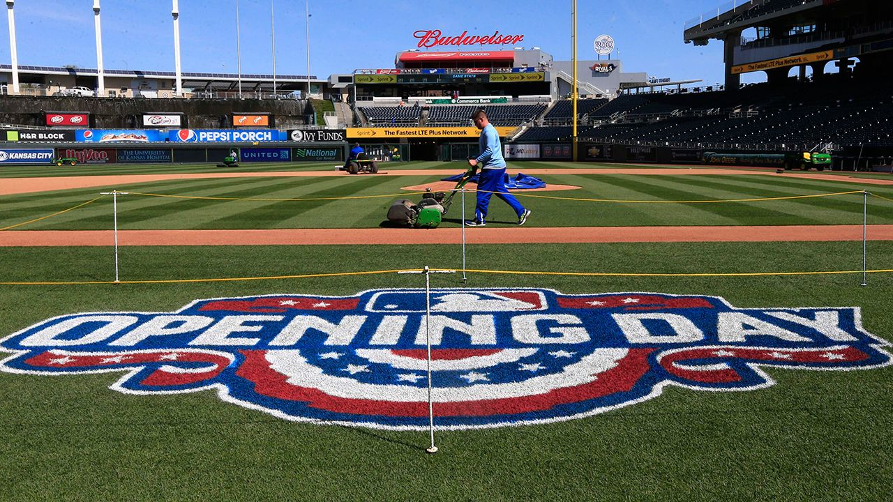 9 Mile First Pitch For Royals Mets Opener Kansas City Royals Baseball Fantasy Baseball Baseball First