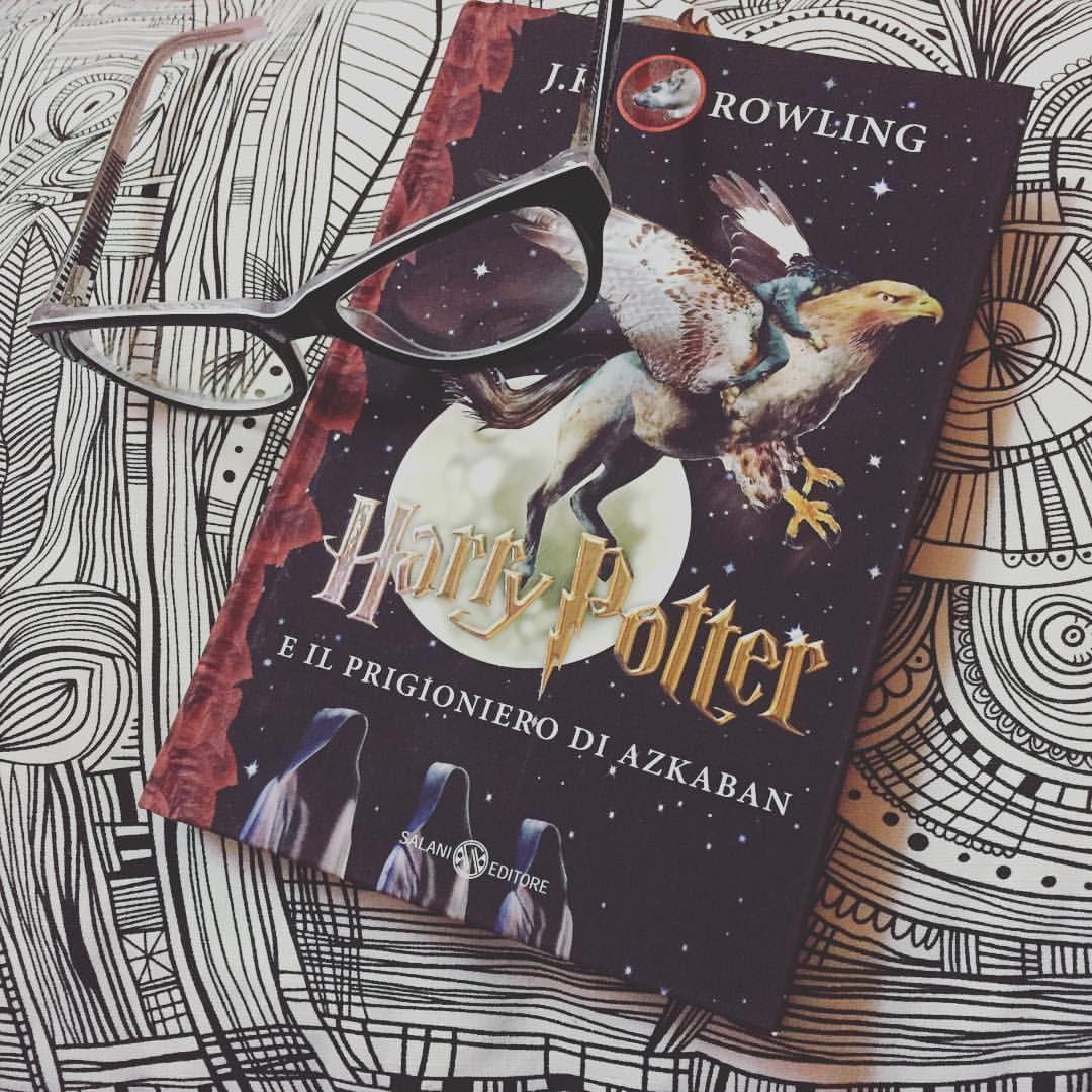 Nuovo paio d'occhi per tutte le nuove #letture  #leggere #instabook #libri #harrypotter #occhiali #reading #jkrowling #bookaholic #glasses @salani_editore