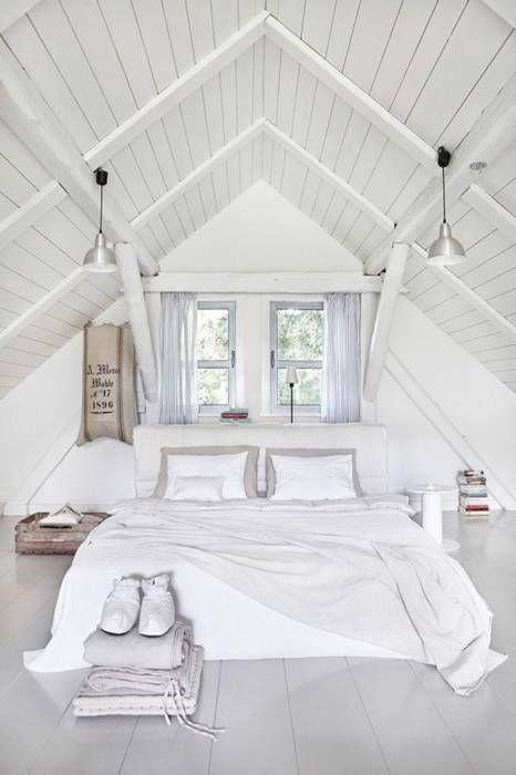 vitt sovrum på vinden.jpg