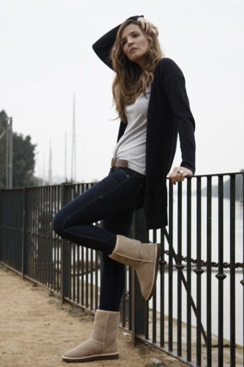 Uggs....i am in love with this outfit!!! #uggboots #ugg #boots #cybermonday ugg Cyber Monday View More: www.yi5.org