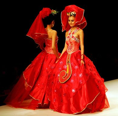 Traditional wedding dress color in china