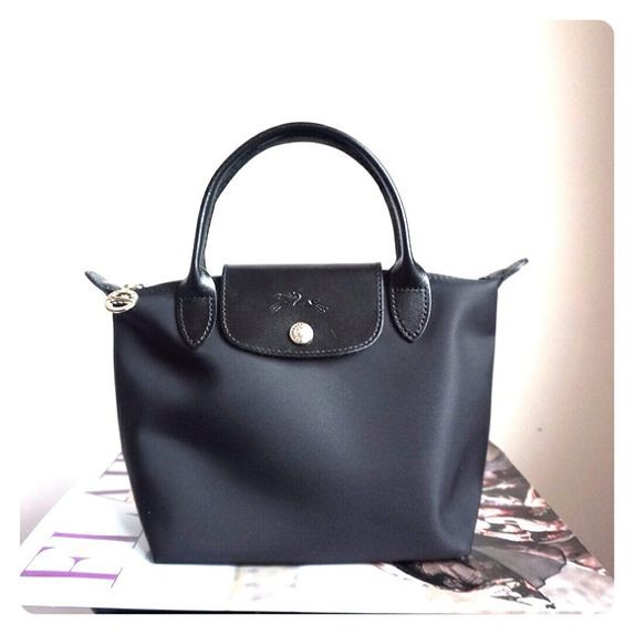 How can you enjoy your summer without a pair of longchamp Purse? Big promotion is on-going and they are super cute...