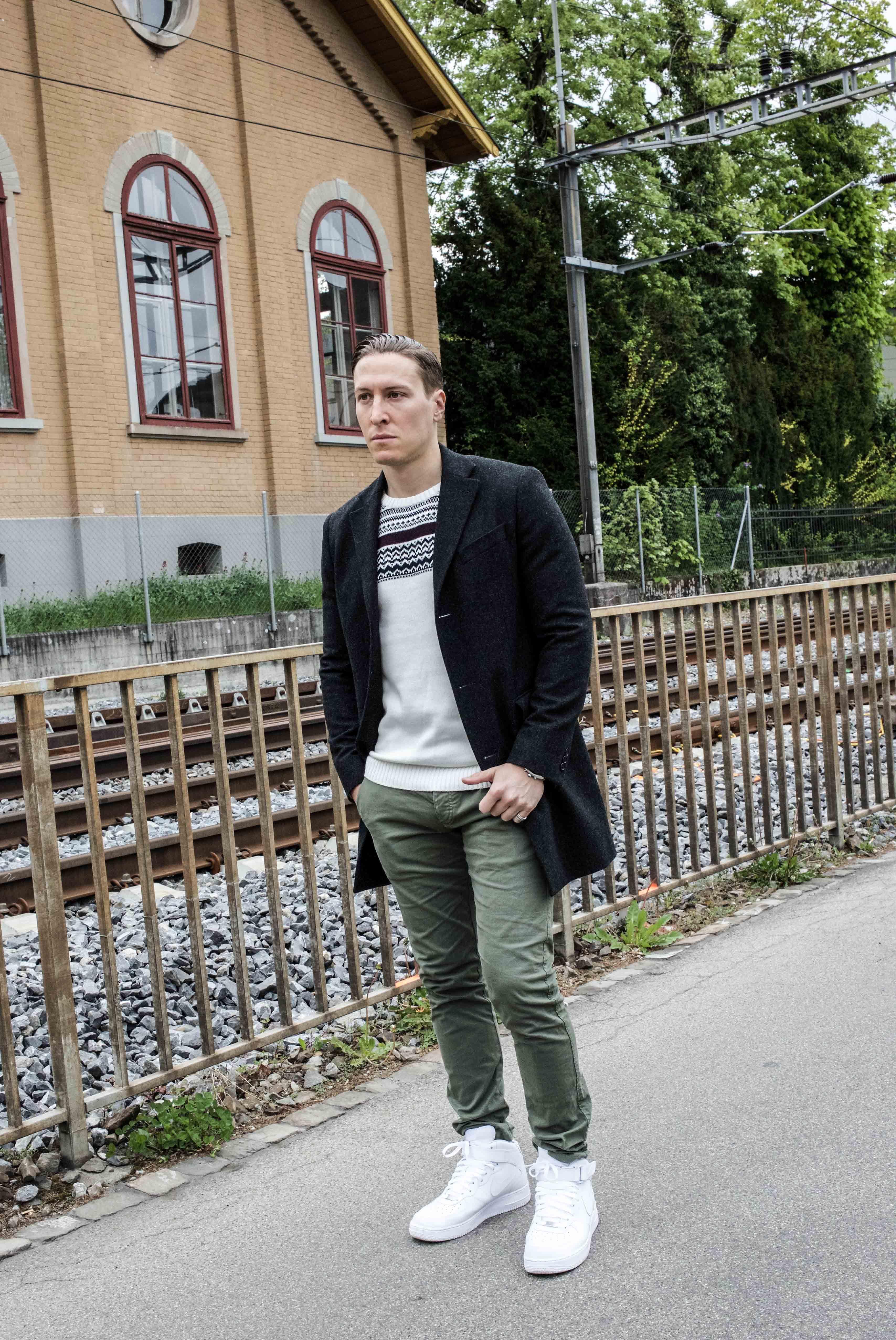 Inspirierend Grauer Mantel Kombinieren Beste Wahl Streetstyle Zürich: Nike Air Force, Grüne Chino,