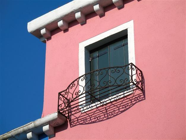 L\u0027harmonie du rose de la façade avec les touches gris vert des - peinture de facade maison