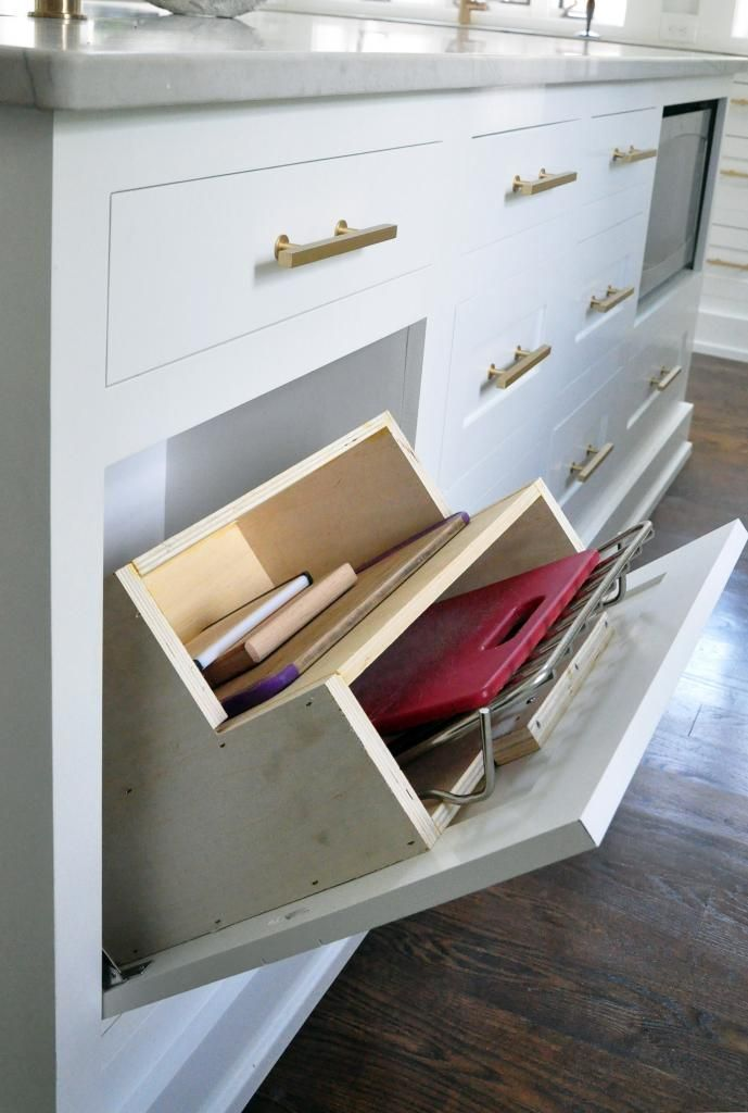 Smart idea for kitchen storage of cutting boards and cookie sheets #kitchenstorage
