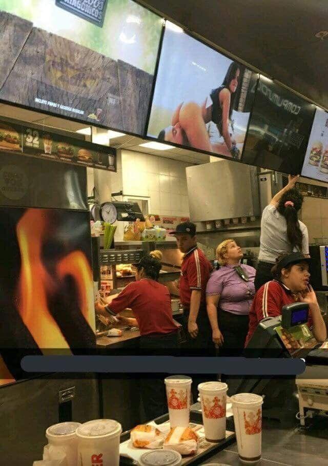 Wiselwisel: Siempre ponen movidas en las pantallas para que te entre más hambre… - #hambre… #movidas #pantallas #Siempre #wiselwisel: