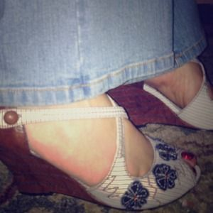 I just added this to my closet on Poshmark: NWT Kenzie Wedges. Price: $35 Size: 7.5