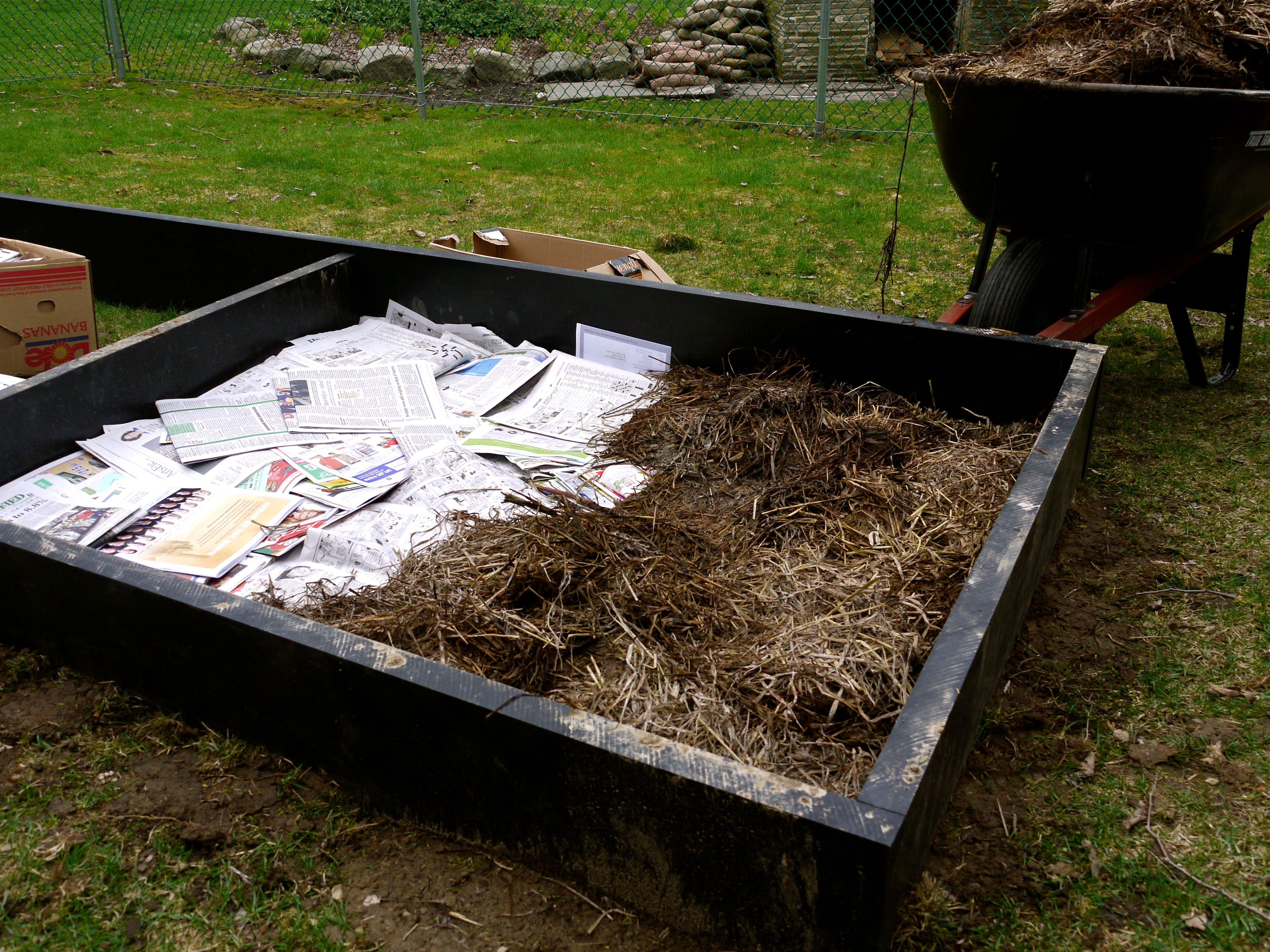 Lasagna gardening garden soil composting and newspaper for Garden soil layers