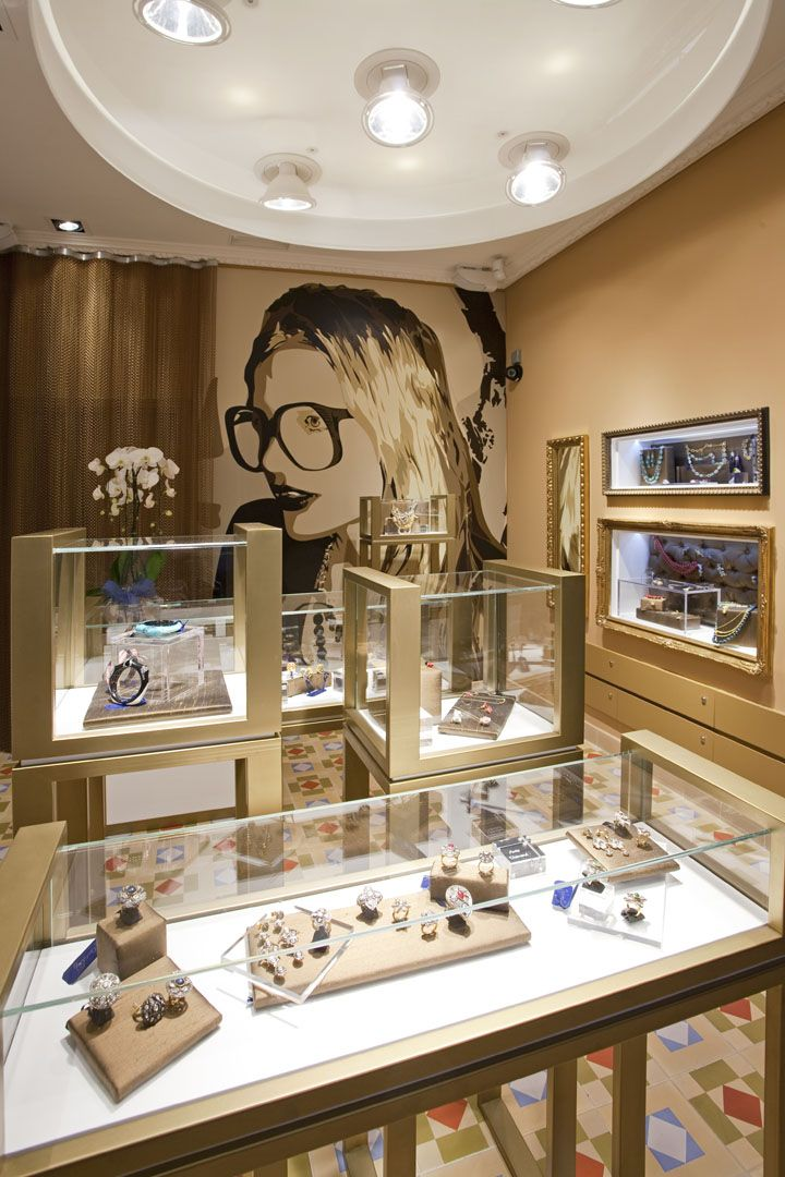Jewelry store display images for A good jewelry store