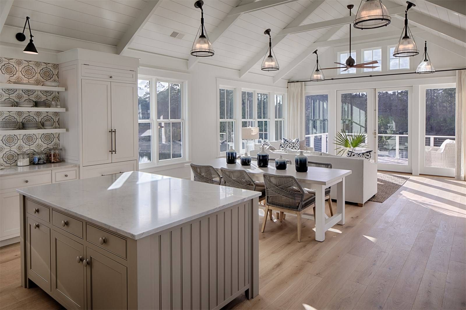 Modern Farmhouse Style Meets Coastal Cottage Decorating