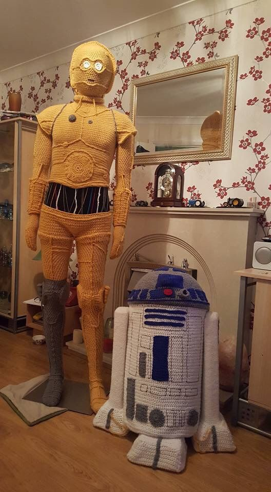 Amazing Life-Sized C3P0 & R2D2, Crocheted For Star Wars-Themed Yarn ...