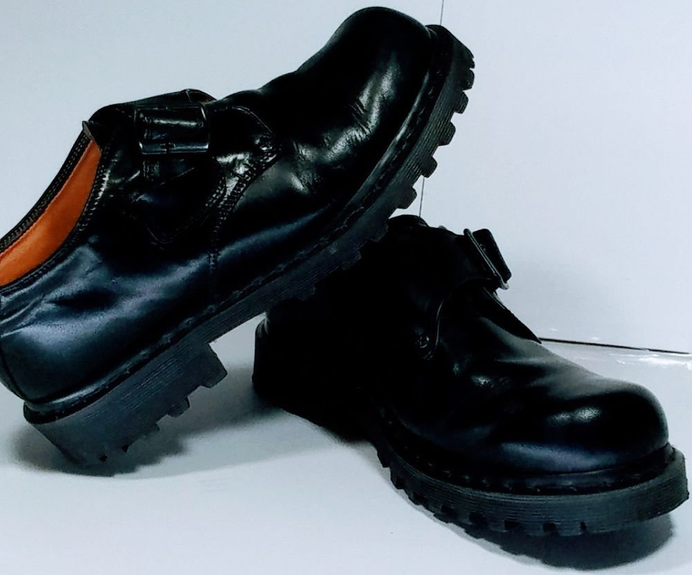 Dr Martens AW004 Leather Boots - Women