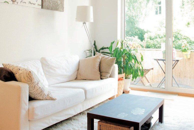 der flokati teppich ist angenehm fu warm den lack beistelltisch habe ich mit tafelfarbe. Black Bedroom Furniture Sets. Home Design Ideas