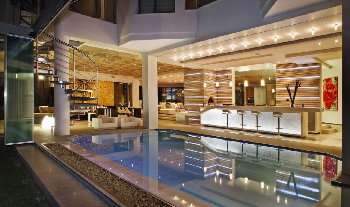 Impressive Glass House in Johannesburg, South Africa, if only....