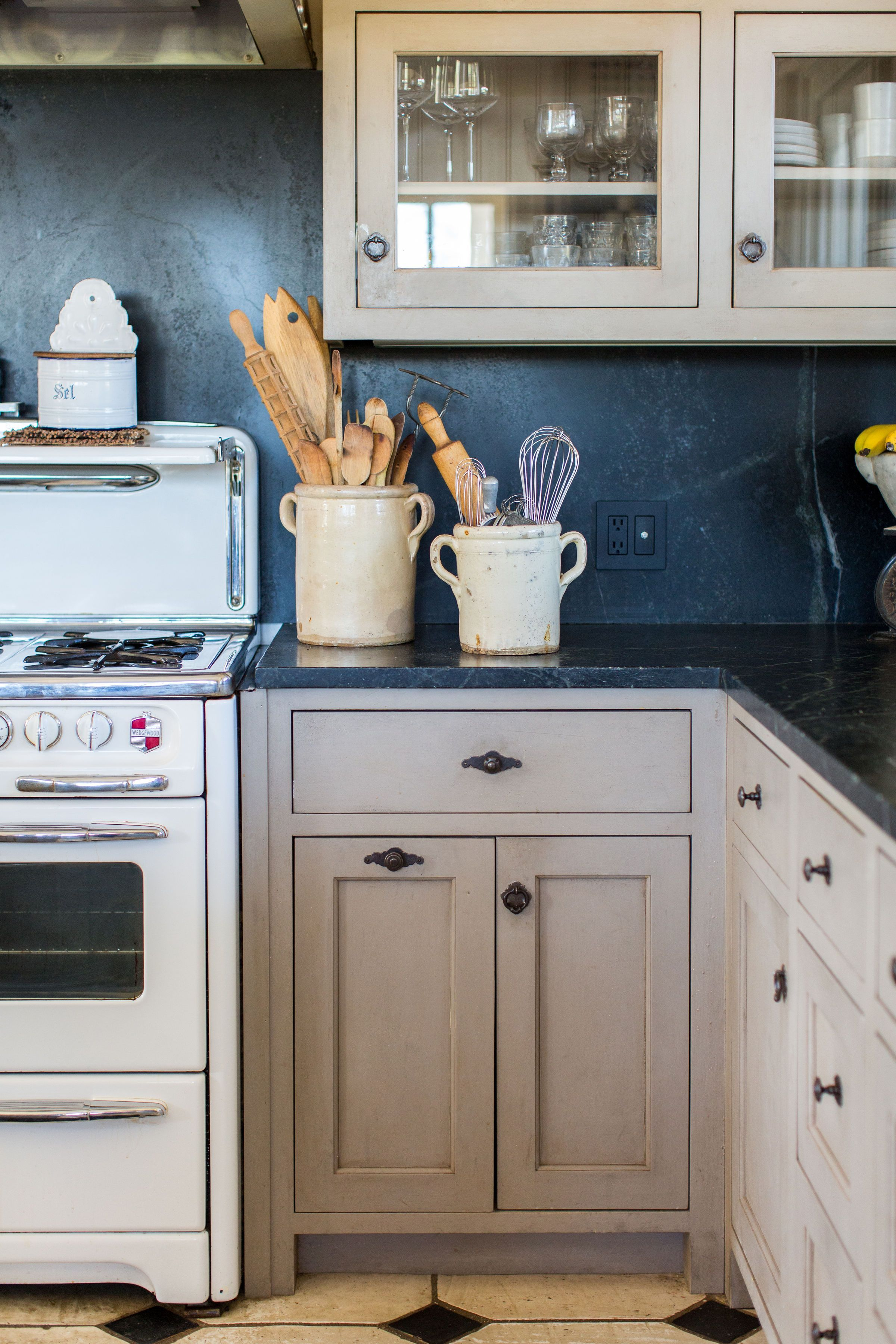 French Kitchen Design Wedgewood Stove And French Accessories Diy Kitchen Remodel Classic Kitchen Design Painting Kitchen Cabinets White