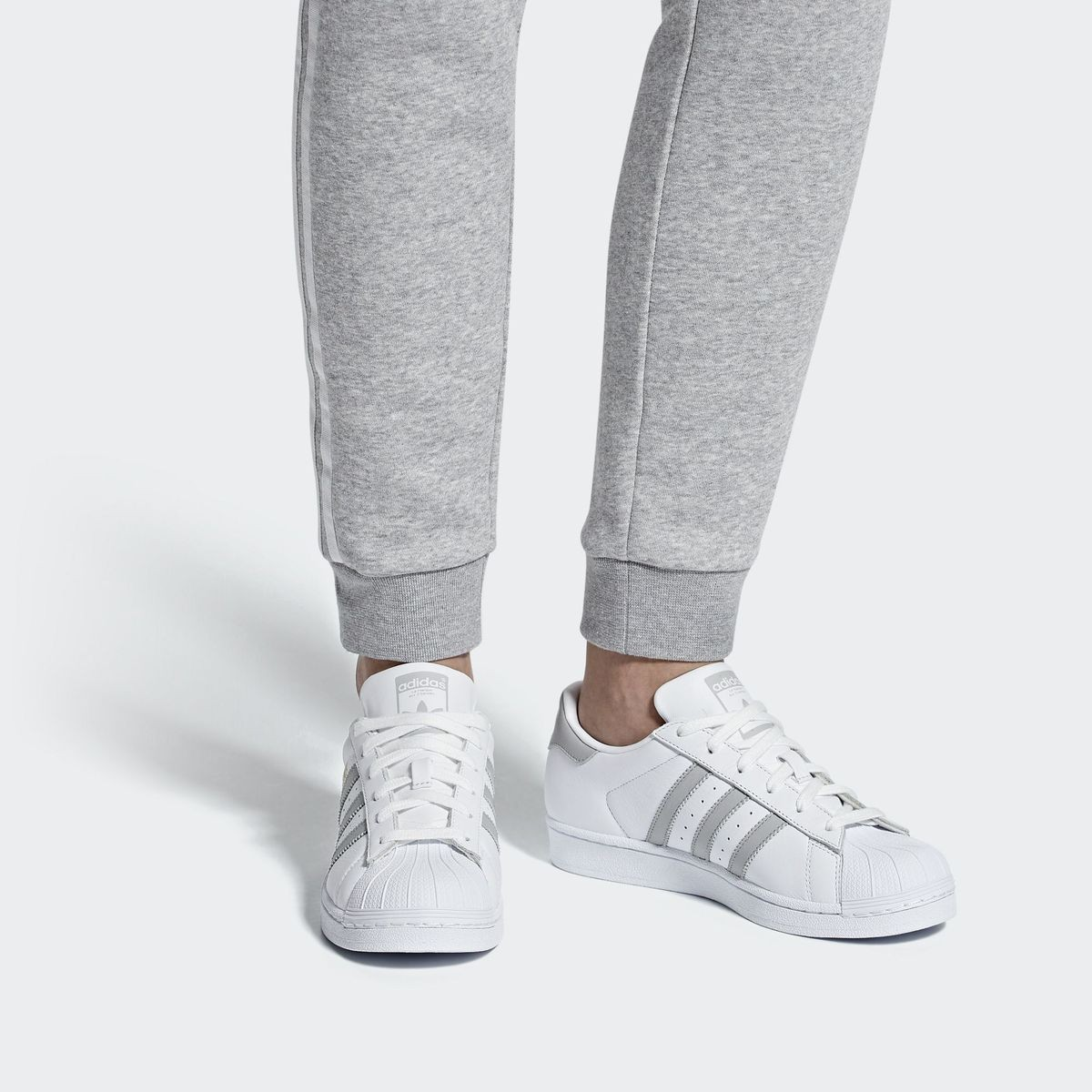 chaussure adidas femme 40 superstar