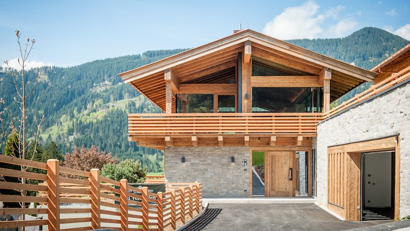 Bauernh user chalets holzbau h lzl chalet house for Modernes wellnesshotel tirol