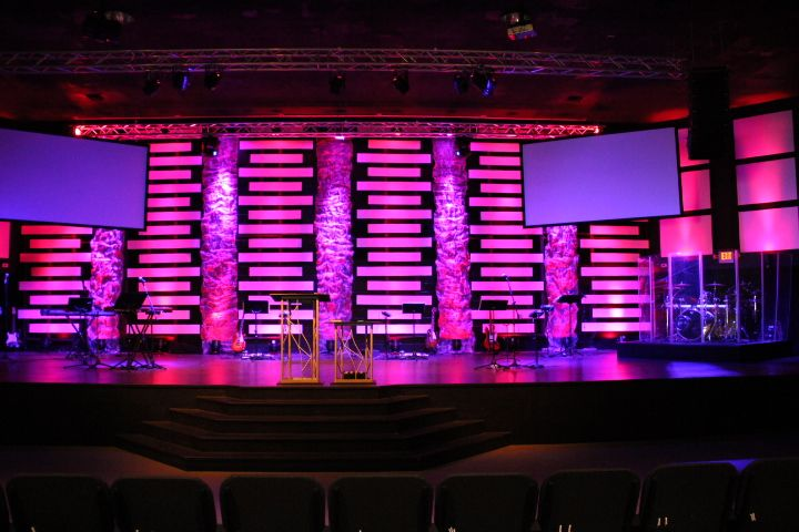 Joey Riggins From Lighthouse Church In Panama City Beach Fl Brings Us This Very Modern Look With Sleek Lines Church Stage Design Stage Design Stage Set Design