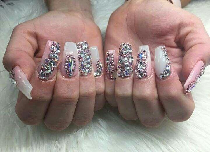 b9fb33495e14 Uñas con mucha pedrería   Uñas   Diseños de uñas, Uñas y Uñas de moda
