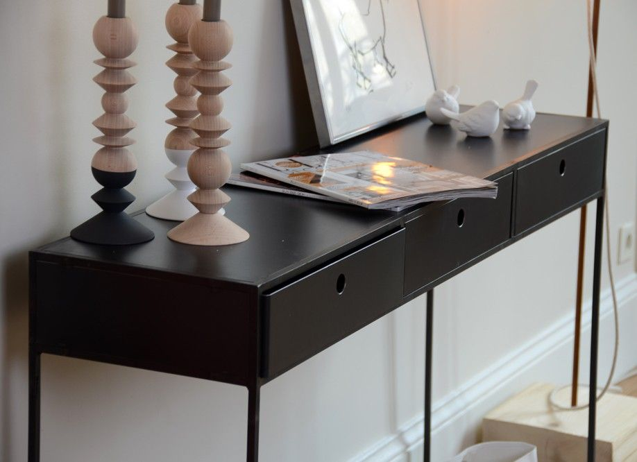 d tail de la console en m tal noir allure trois tiroirs. Black Bedroom Furniture Sets. Home Design Ideas