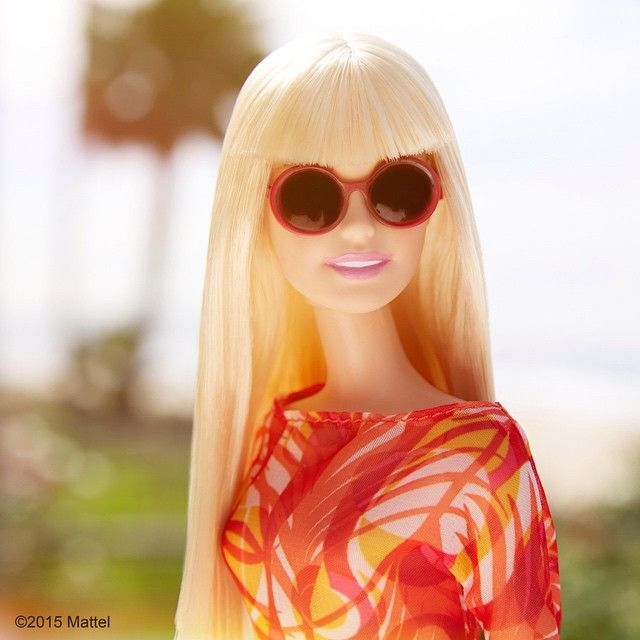 It's the weekend, time to catch some rays! ☀️ #barbie #barbiestyle