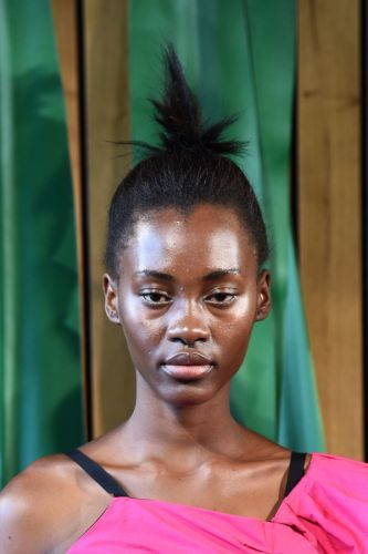 Your Weekend Topknot Just Got A Cool-Girl Upgrade #Fashion #Beauty #MakeUp - http://goo.gl/ItwAfe