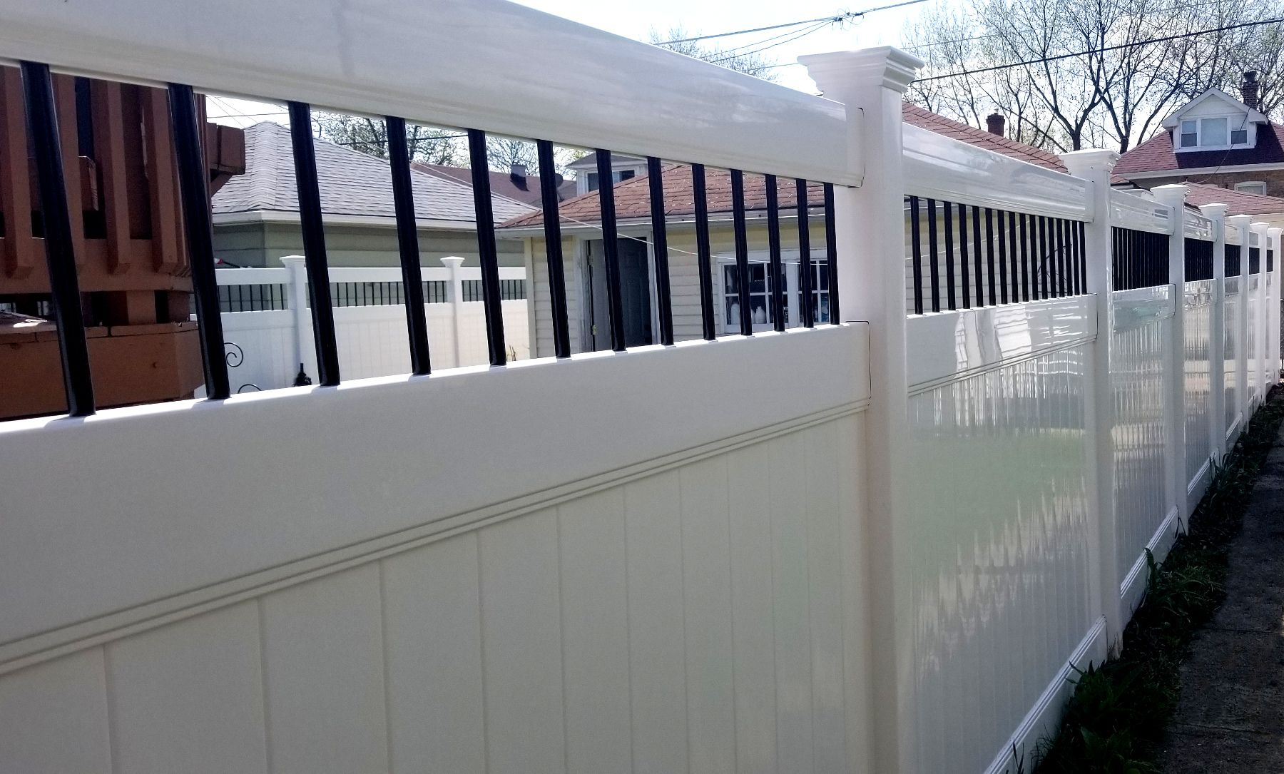 Here S A Recent Installation Of An Activeyards Persimmon Style Fence The Round Black Aluminum Spindles Provid Vinyl Fence Vinyl Fence Panels White Vinyl Fence