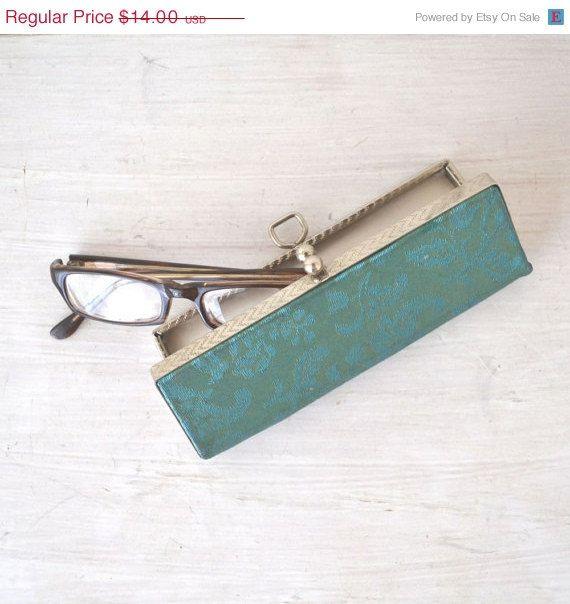 dd700f4573d Hard Shell Eyeglass Case Vintage 1960s Blue Swirl Mad Men Kiss Clasp ...